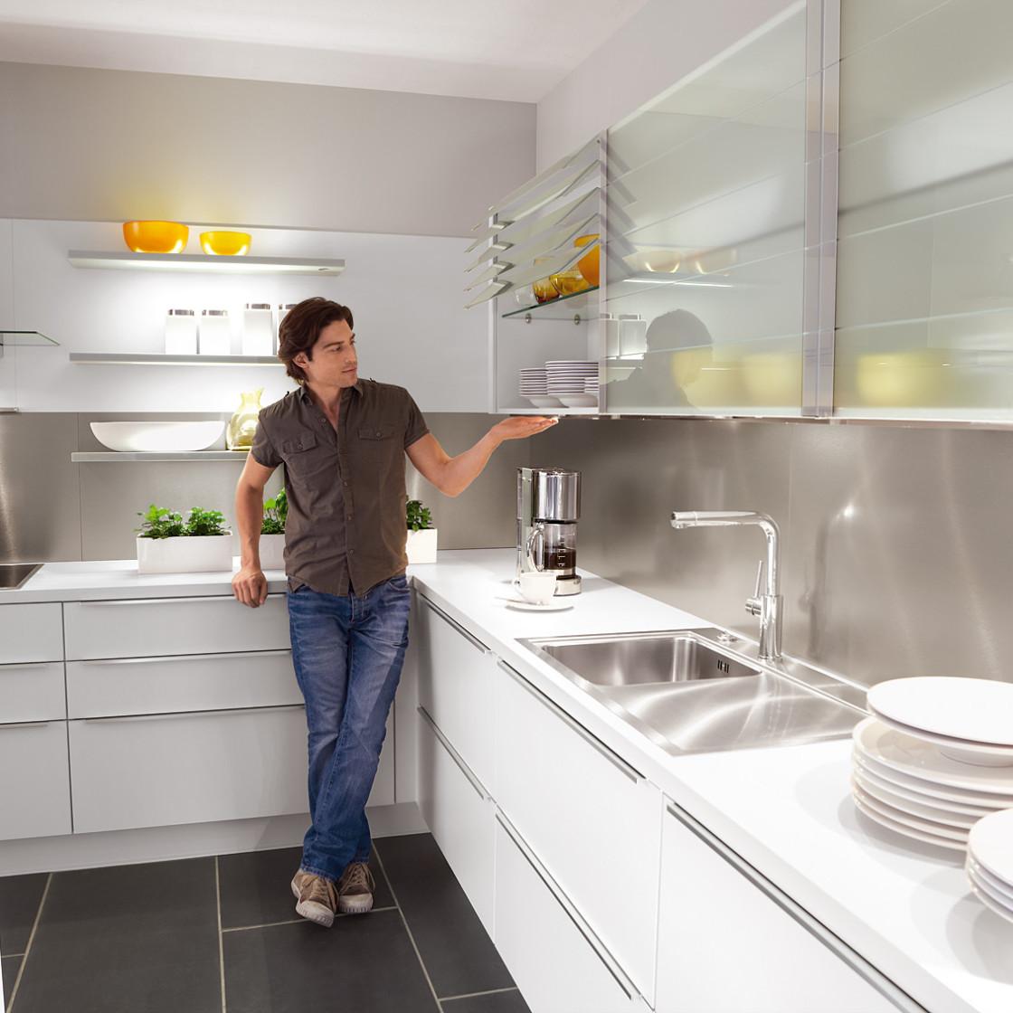 Küchen mit Griffleiste